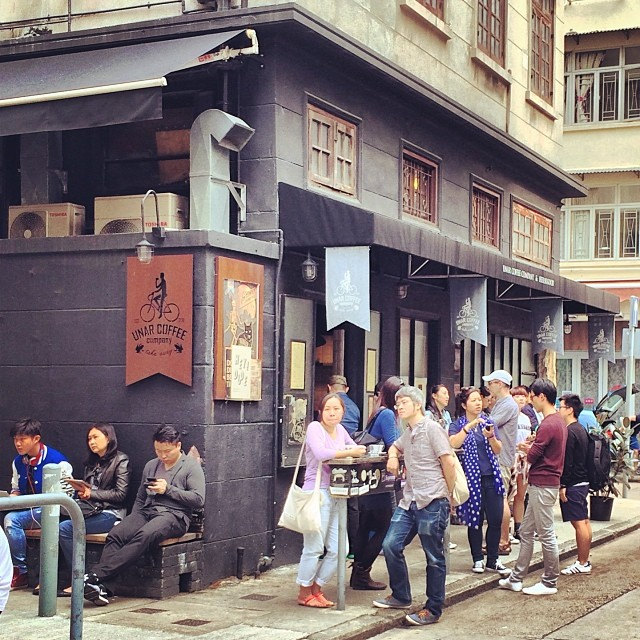 Unar #Coffee Company - a #street #cafe in #TaiHang. It's a literal curbside hole-in-the-wall; there's no inside seating. Grab your #coffee at the window and hang out on the street. #hongkong #hk #hkig