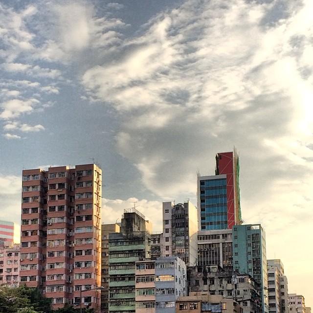 #morning dawns on the old #buildings of # Mongkok. #hongkong #hk #hkig