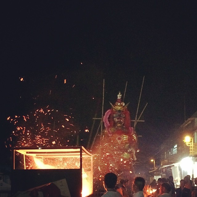 Burnt #offerings fly thru the #night while the Lord of Hell watches. #cheungchau #bunfestival #hongkong #hk #hkig