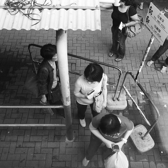 #aerial view - boarding the #bus. #hongkong #hk #hkig #mono