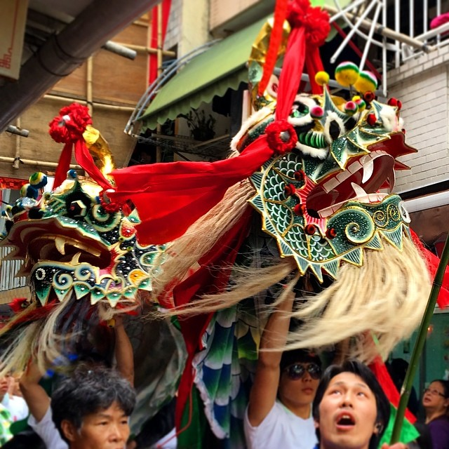 #chilin / #qilin (the #Chinese #unicorn) prancing thru the streets of #cheungchau during the #piusik #parade of the #bunfestival. #hongkong #hk #hkig