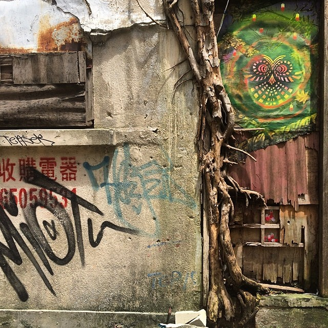 #psychedelic #graffiti on an old, crumbling wall. #hongkong #hk #hkig #streetart
