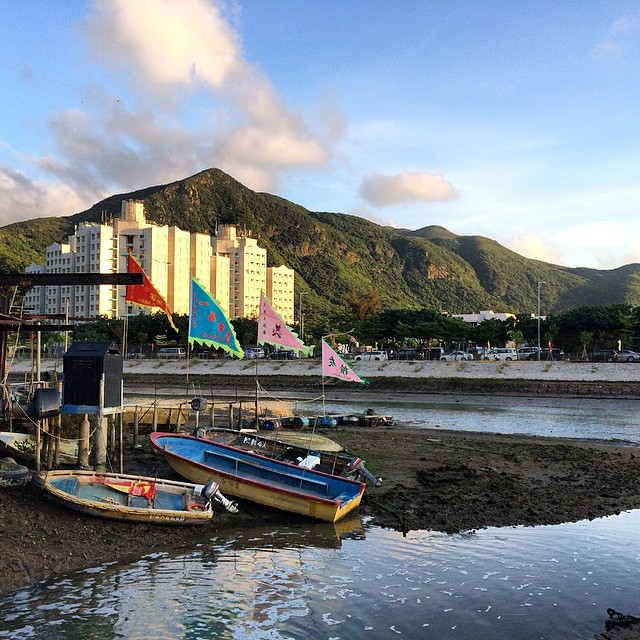 An idyllic scene in #TaiO - #boats by the #riverbank while the #sunset paints the #apartments gold. #hongkong #hk #hkig