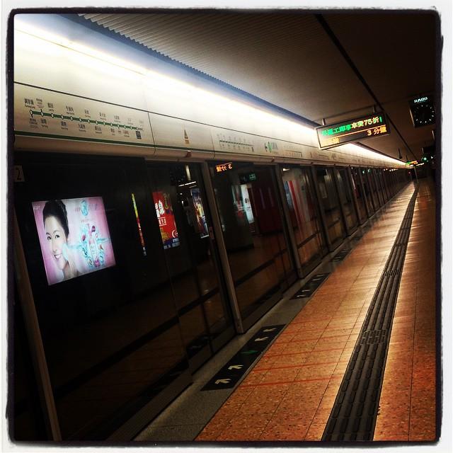 An empty #mongkok #mtr #station. #hongkong #hk #hkig