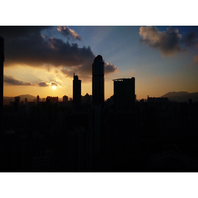 #dawn breaks over an partially occupied #Mongkok. #sunrise #hk #HongKong #hkig #silhouette
