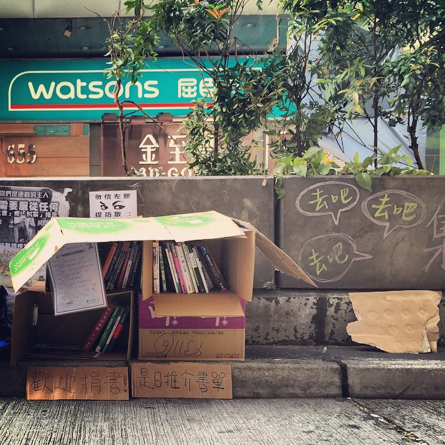 A micro #library has appeared on #NathanRoad in #Mongkok. Yup, the #OccupyHK protesters are certainly well-read. #HongKong #hk #hkig