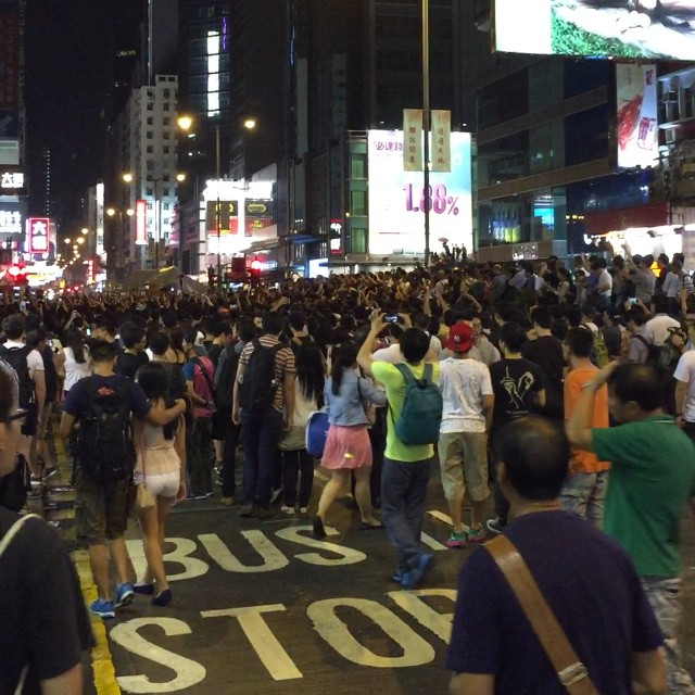 A #mob gathers at the former site of #OccupyHK in #Mongkok. Slowly but surely, like a magnet, people draw close to the mob. This is not the sound of Beyond or Les Mis. This is the baying of a mob. #HongKong #hk #hkig #instavid #video #hkvideo
