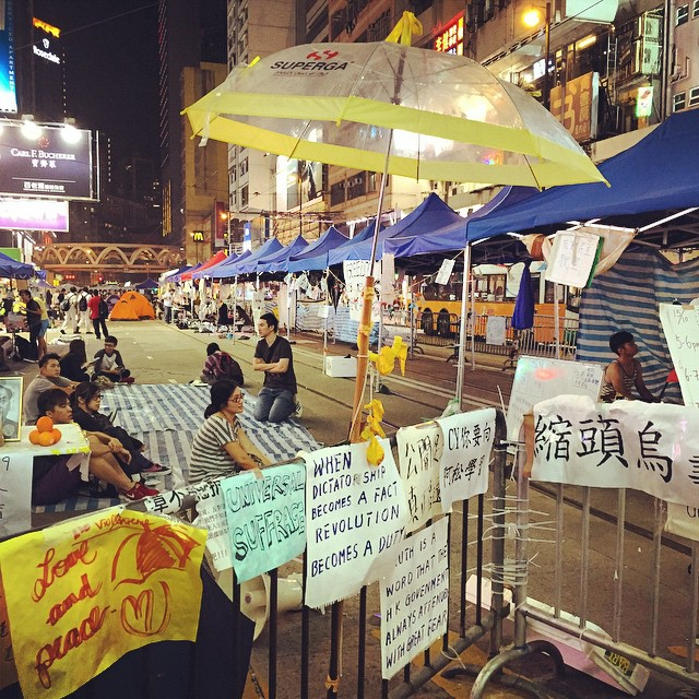 Night 18 of #OccupyHK in #CausewayBay - after the loss of half a road and last night's violent clash in Admiralty, the crowd here is sparse. The tents and protest site are mostly empty. Most protesters will have regrouped in Admiralty. #HongKong #hk #hkig