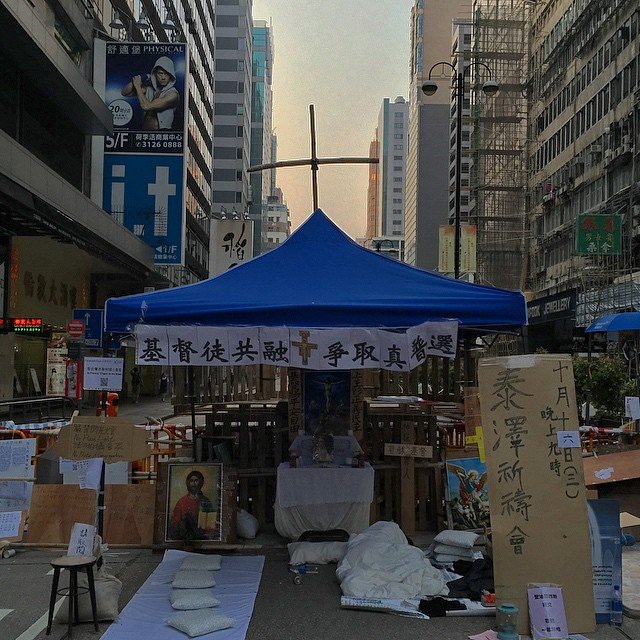 The #Jesus #shrine (now calling itself the #Chapel of St Francis on the Street) on #NathanRoad in #Mongkok has gotten yet another upgrade. Note the #cross on top of the tent. #HongKong #hk #hkig #OccupyHK