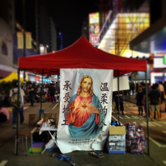 The #OccupyHK #Jesus #shrine on #NathanRoad in #Mongkok just keep evolving. Pretty certain this is the #SacredHeart. Did St Francis get abandoned? #HongKong #hk #hkig