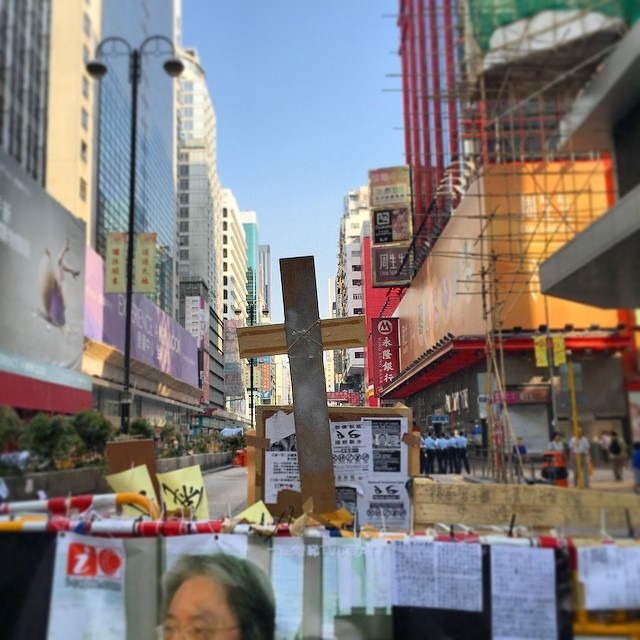 #prayforhongkong - the #Jesus #shrine (this is the view from behind the shrine) at the #barricade on #NathanRoad in #Mongkok has been upgraded AGAIN! This time a #cross has been added. #HongKong #hk #hkig