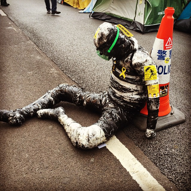 #protest #art on #HarcourtRoad at #OccupyHK #Admiralty. A life sized #sculpture(?) of a #protester sitting on the #road. Very well made in terms of shape and size. #HongKong #hk #hkig