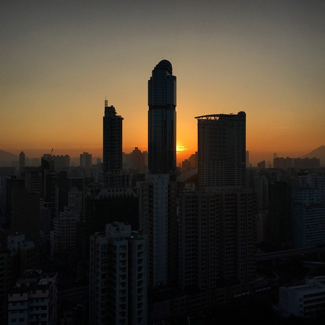 A clear winter's #morning in #Mongkok. Looks like it's going to be a lovely day. #dawn #sunrise #HongKong #hk #hkig