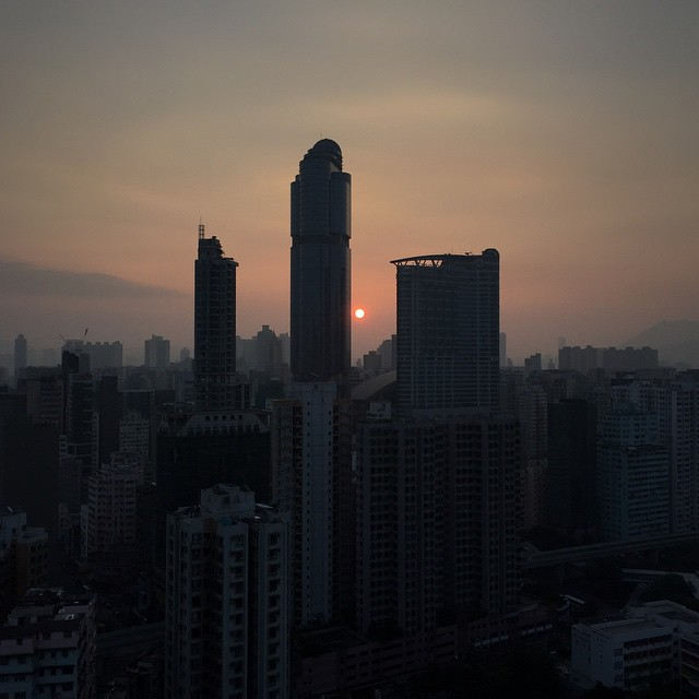 A gloomy red dot #dawn on a winter morning in #Mongkok. #sunrise #HongKong #hk #hkig