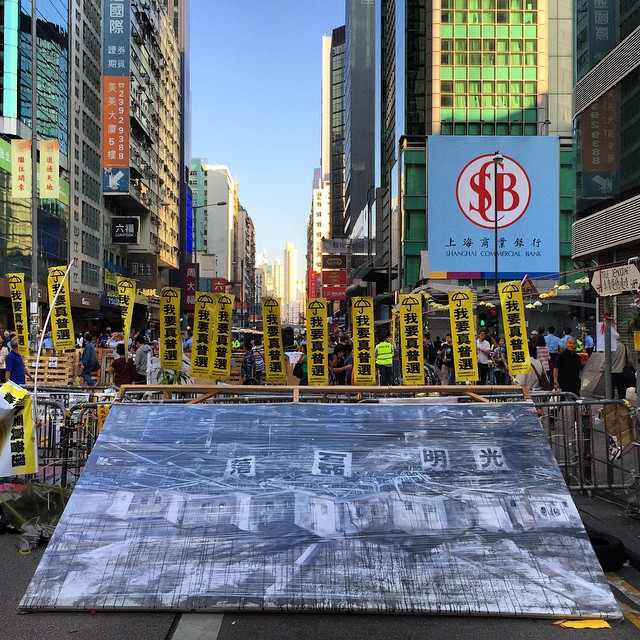 A more peaceful scene from #OccupyHK #Mongkok this morning. #barricade-ception - a #painting of the Admiralty barricade is placed in front of a barricade on #NathanRoad. #HongKong #hk #hkig