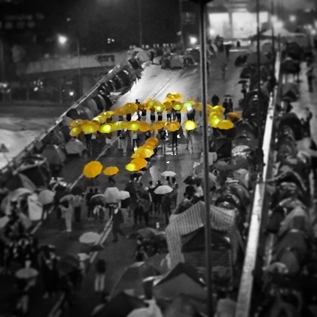 A #yellowumbrella formed by #yellow #umbrellas held by #OccupyHK protesters in the midst of the #rainy night in #Admiralty. #HongKong #hk #hkig #umbrella