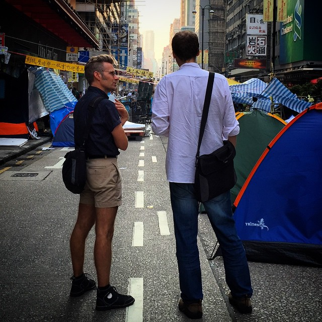 Foreign interference at #OccupyHK #Mongkok this morning. Note that they're likely not journos. The guy on the left is wearing a yellow ribbon (not pictured) and he's wearing #Adbusters #Blackspot #Unswoosher #sneakers. So definitely a pro democracy #hipster. #HongKong #hk #hkig