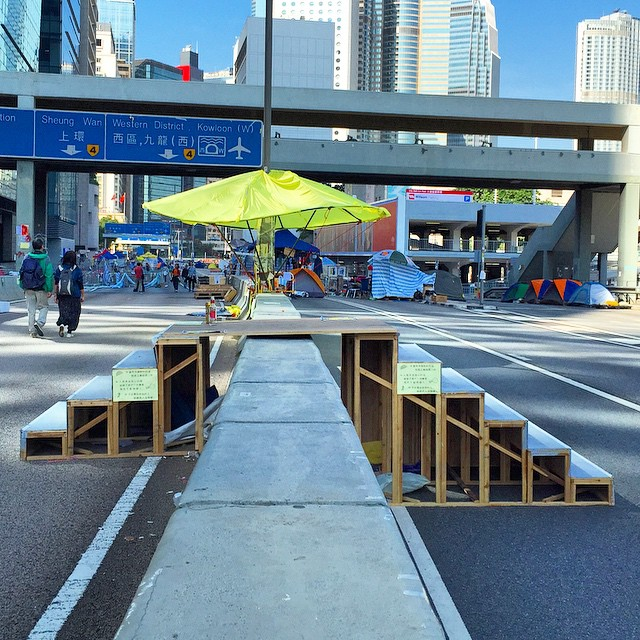 Uneven step #bridge over a divider on #HarcourtRoad at #OccupyHK #Admiralty. #HongKong #hk #hkig