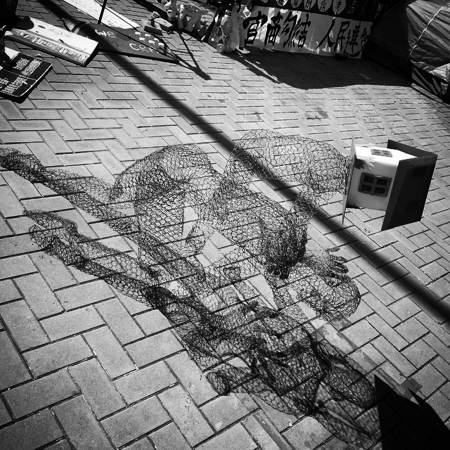 #wireframe #art installation at #OccupyHK #Admiralty depicting the #burden of housing in #HongKong. #mono #hk #hkig