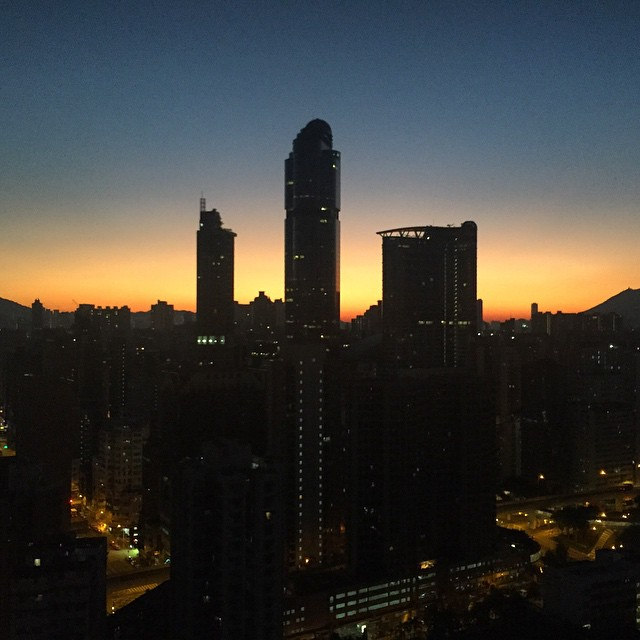 #nofilter - a beautiful #Mongkok #sunrise this #winter morning. That short slice of time when night transitions to day: you can still see the #streetlights on. Truly #daybreak at #dawn. This #hongkong scene only lasted 5 minutes before it was gone. #HK #hkig