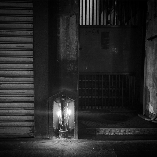 #HongKong #noir - on #ChineseNewYear Eve at #midnight, #candles burn at small #EarthGod #shrine. #mono #hk #hkig