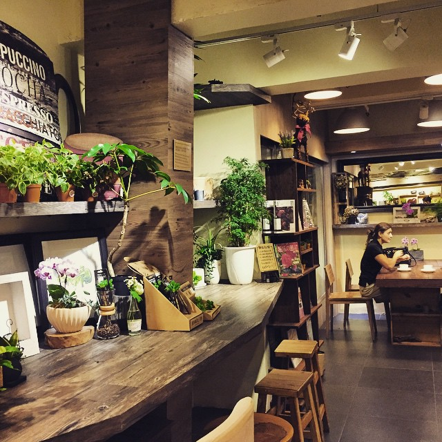 #CafeHayfever a tiny #cafe tucked inside a #florist in the #FlowerMarket area of #Mongkok. #HongKong #hk #hkig