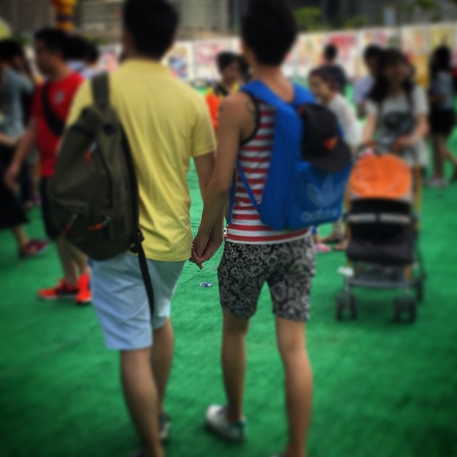 Just in time for #celebratepride, I spotted these two guys holding hands at Lai Yuen over the weekend. Rock on. #HongKong #hk #hkig