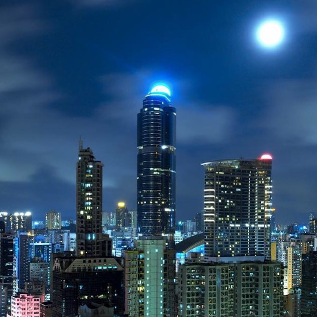 #summer #moon over #LanghamPlace in #mongkok. #HongKong #hk #hkig