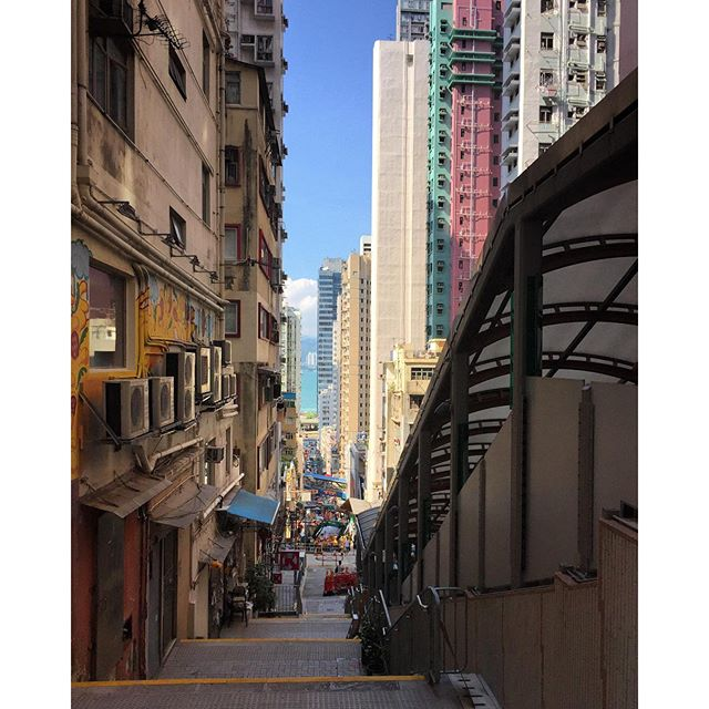At the top of #CentreStreet in #SaiYingPun, you can see all the way down to the #sea. #HongKong #hk #hkig