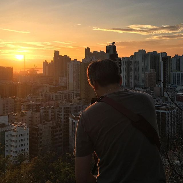 Capturing the #sunset - the #photographer is #photographed. #hongkong #hk #hkig