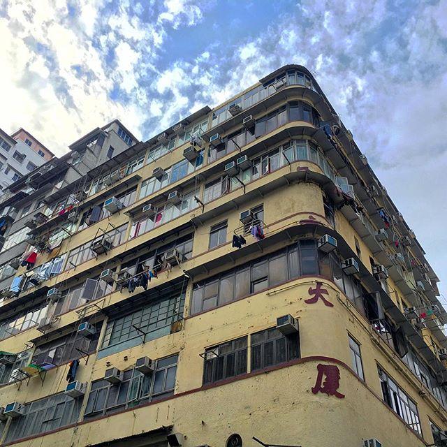 A #HongKong #TongLau, a traditional #HK city building block. #hkig