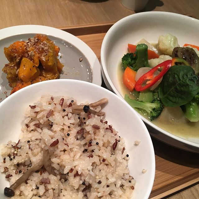 Multigrain #rice, #pumpkin and #greencurry #vegetables at #CafeGreenprint inside the #ESLITE in #Taikoo. #HongKong #hk #hkig