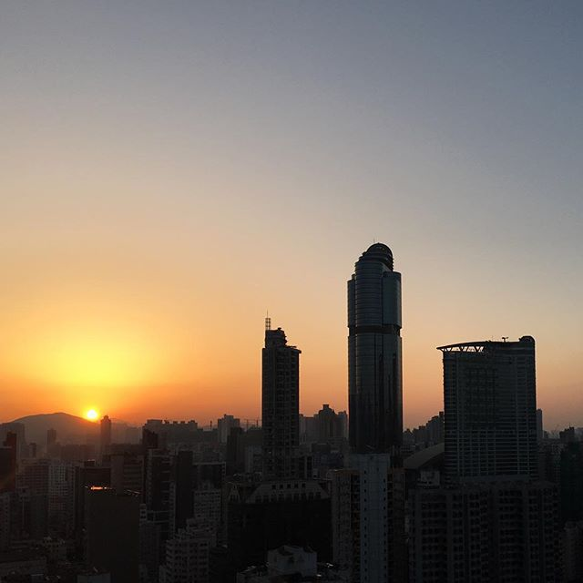#Spring #sunrise over #Mongkok. This time the #dawn is to the right of #LanghamPlace and not in-between it. #HongKong #hk #hkig