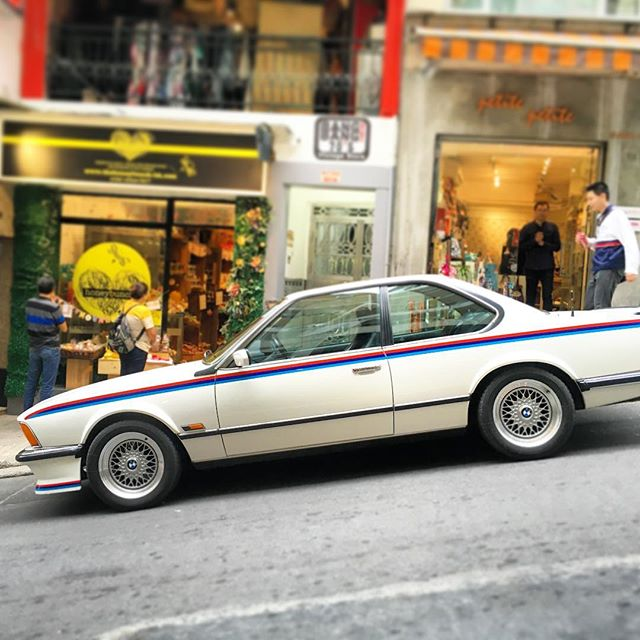 Pretty sweet old school #beemer with #racingstripes spotted in #central #HongKong. #bmw #hk #hkig