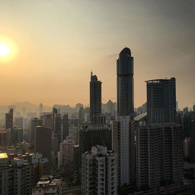 The #sunrise over #Mongkok in #spring / #summer in #hongkong moves away from #LanghamPlace. #HK #hkig