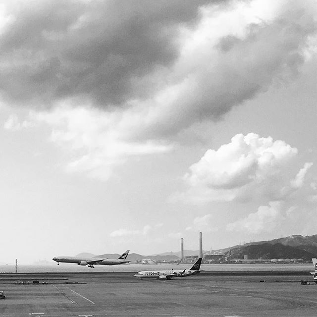 #smokestacks and #touchdowns - #planes landing at #HKIA on #lantau. #hongkong #hk #hkig #mono