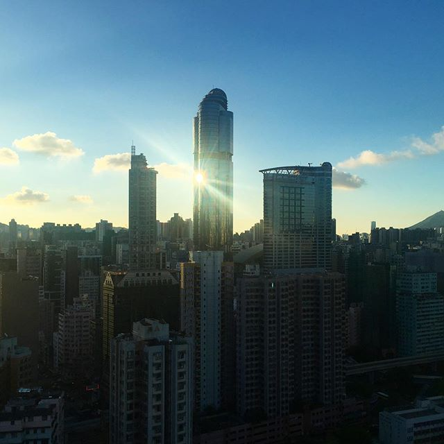 #sunrise on #LanghamPlace with reflected #lensflare. #morning #Mongkok #hongkong #hk #hkig