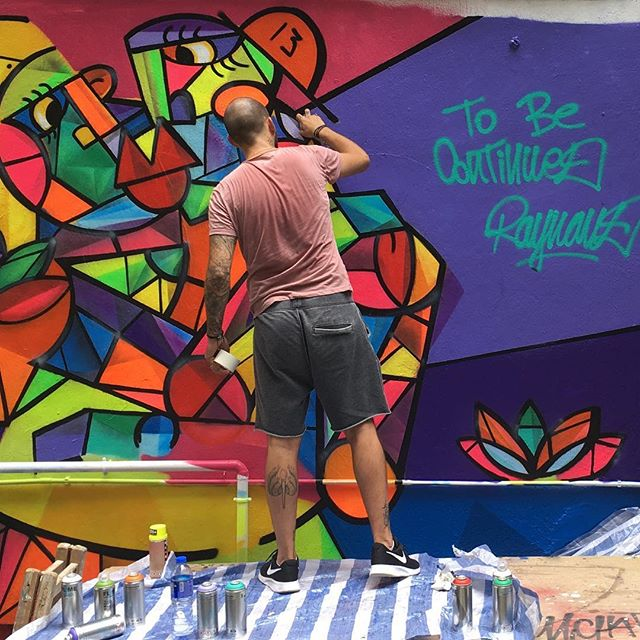 #graffiti #artist at work in #central #hongkong. #streetart is more prevalent here than in Kowloon but isn't spontaneous. Often artists are invited to work on walls or street art festivals are organised. The colours here are so #vibrant that I didn't have to tune the image. Totally #nofilter. #hk #hkig