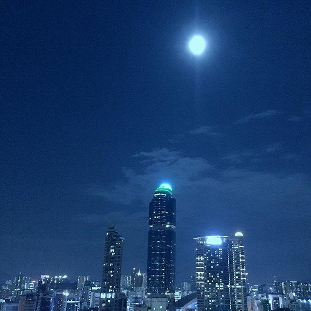 #midautumn #moon hight over #langhamplace and #Mongkok. #hongkong #hk #hkig