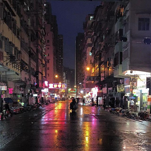 A rare sight - the #LadiesMarket in #mongkok is closed due to #Typhoon #Haima. It's now down to #T3. #hongkong #hk #hkig #TyphoonHaima