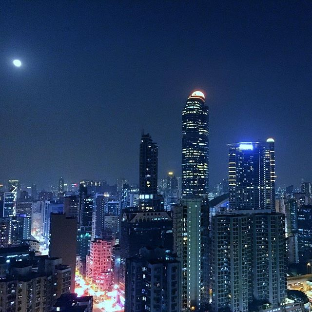 Not so #supermoon over #Mongkok. #LanghamPlace stands to the side. #hongkong #hk #hkig