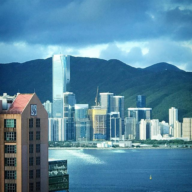 #reflections on #morning #sunlight on #VictoriaHarbour. On a #cloudy morn, sunlight hits #OneIslandEast #tower and casts a beam of light onto the harbour. #hongkong #hk #hkig