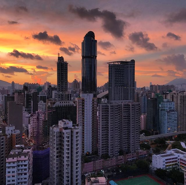 A multi-hued #dawn over #Mongkok today. #redsky at #morning, something something? #LanghamPlace #hongkong #hk #hkig