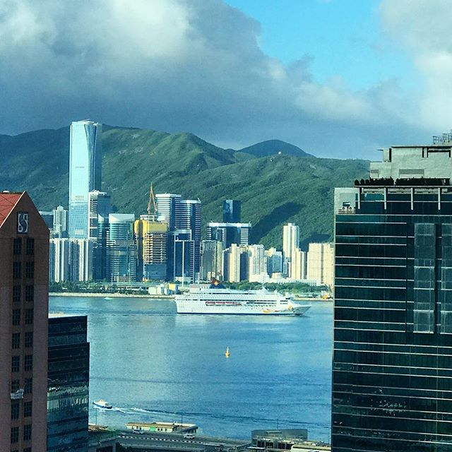 A #StarCruises #ship pulls into #VictoriaHarbour in #HongKong. #hk #hkig #cruise